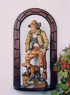 Jäger mit Hund und Rundbogensockel
